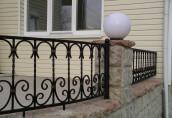 Кованые ограждения, заборы, решетки на окна – достойное украшение участка