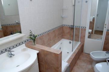 Обустройство ванны и санузла: выбираем сантехнику