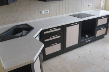 Стильное и изысканное оформление кухни: выбираем столешницы
