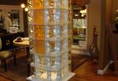 Декоративные возможности цветных стеклоблоков в интерьере
