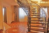 Внутренняя лестница в дизайне жилого дома