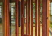 Особенности конструкций и преимущества дверей из массива дуба