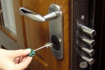 Как следует ухаживать за стальными дверьми?