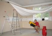 Достоинства конструкций натяжного потолка