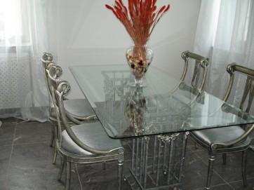 стеклянные предметы в интерьере