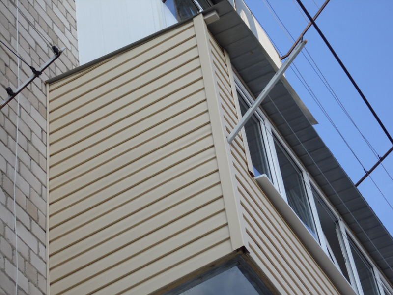 Отделка лоджий и балконов сайдингом.