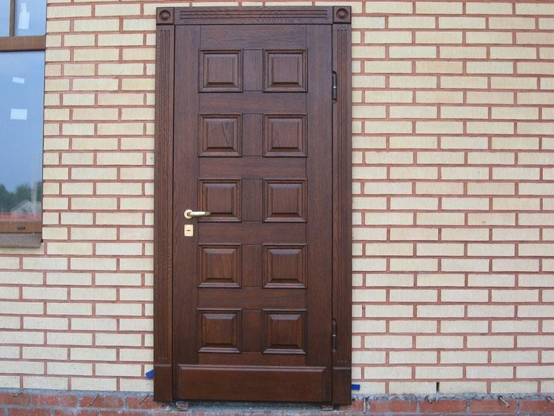 установка входной двери в кирпичный дом