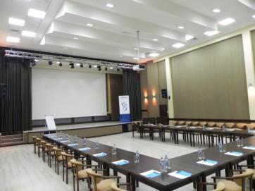 Собственный конференц-зал или же аренда
