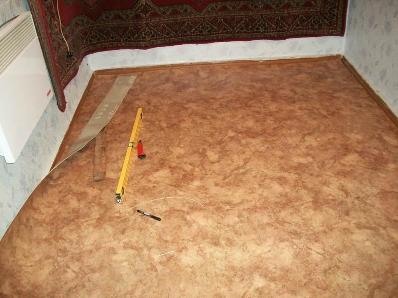 Укладка линолеума своими руками на деревянный пол